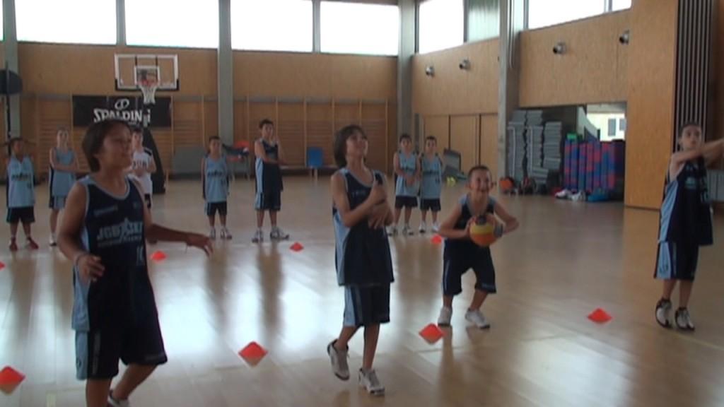 """Día 1. La ilusión por """"aprender y pasárselo bien"""" de tres hermanos debutantes en el Campus JGBasket"""
