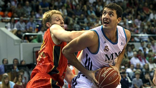 Mirotic y Llull guían al Madrid a la final