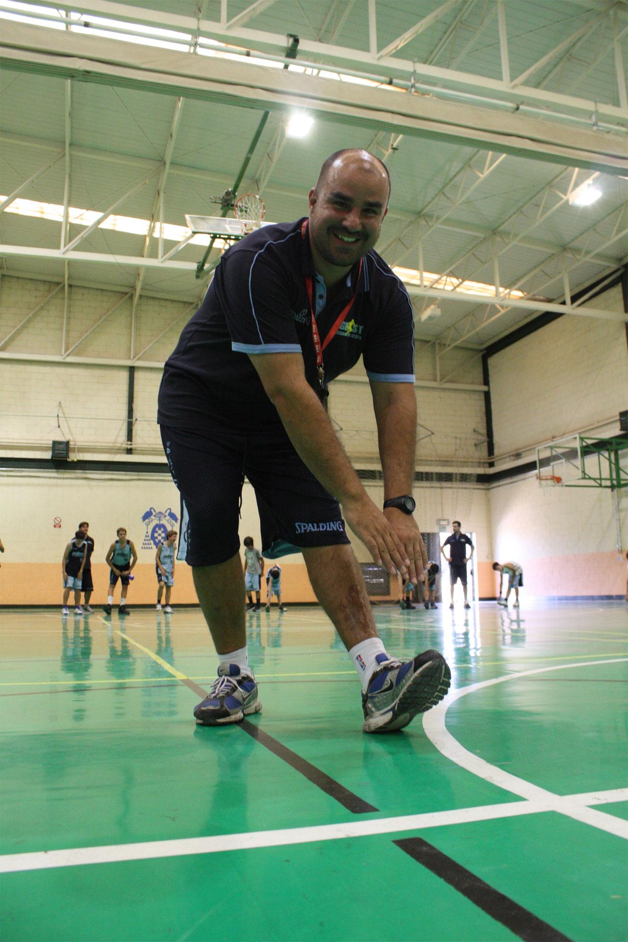 Santiago Alejandro. Entrenador de baloncesto