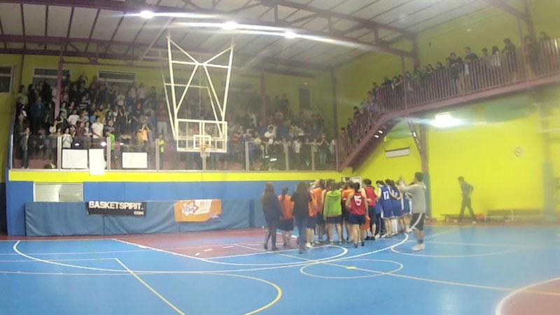 ¡Qué ambiente! Final de partido semifinales Copa Colegial 2013 entre Brains y Valdeluz