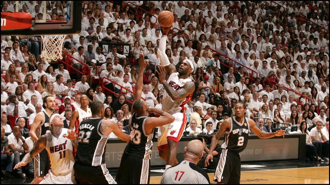 "Final NBA 2012/2013. Miami Heat revalida título ante unos ""supercombativos"" Spurs"