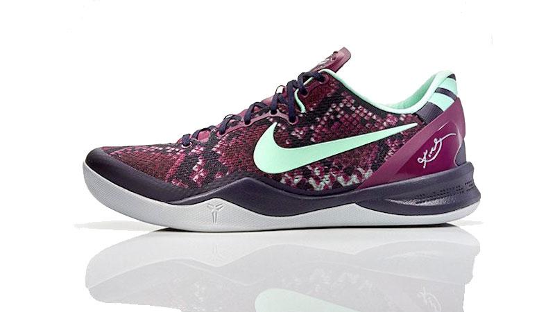 Zoom Kobe 8 System: ligereza y suavidad total. 283 gramos para una zapatillas con amortiguación eficaz y tracción especial para jugadores rápidos.