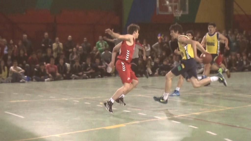 Video técnica individual baloncesto. Entrada pasando el balón por detrás de la espalda. Jugador #12 Colegio Mirabal. Copa Colegial Madrid 2014