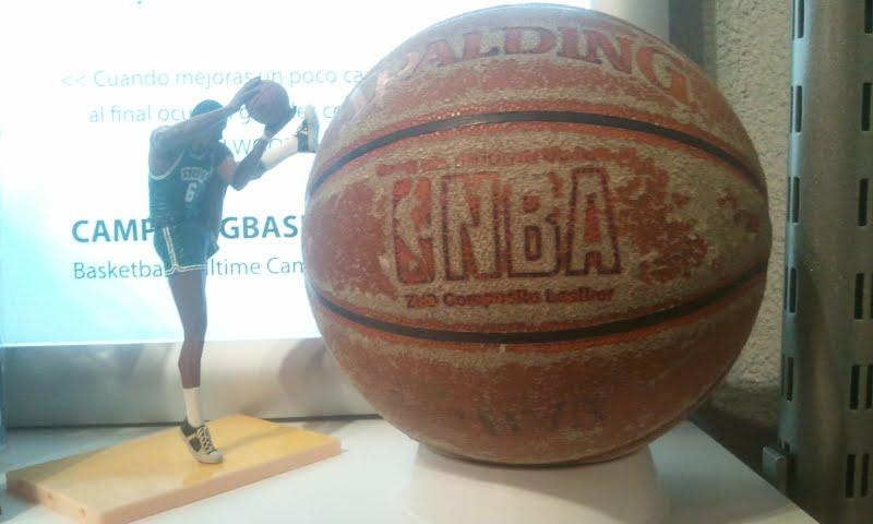 Balón de baloncesto Spalding Indoor-outdoor muy desgastado