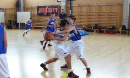 Minibasket: Ejercicio 2×2 en medio campo con pase frontal.