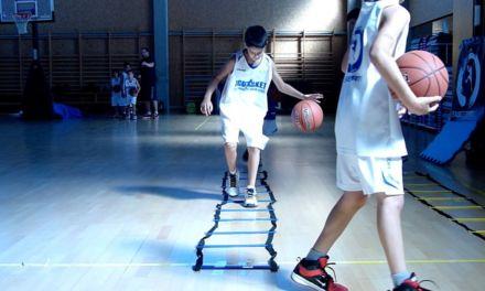 Video: Ejercicio bote baloncesto con la manos menos hábil en escalera de agilidad