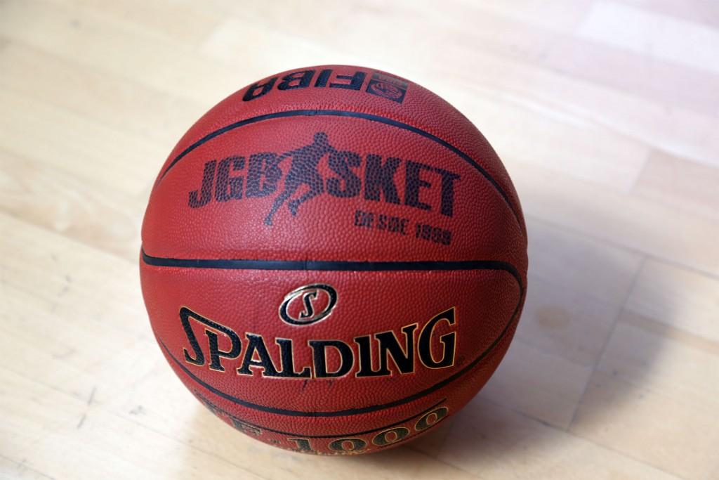 40 maneras de mirar un balón de baloncesto.