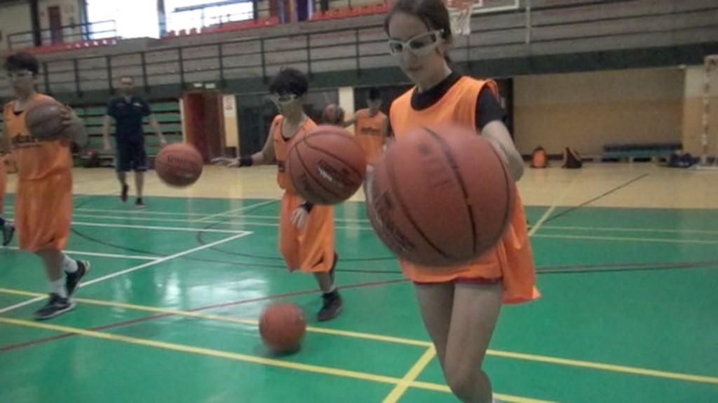 Videos Ejercicios  baloncesto: Equilibrio, paradas, tiro, bote en Slowmotion