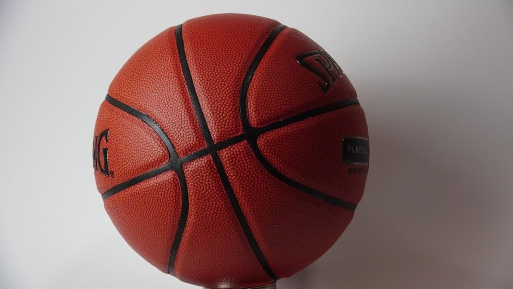 aa047512e ¿Cómo acertar a la hora de comprar una pelota de baloncesto? Guía práctica  de