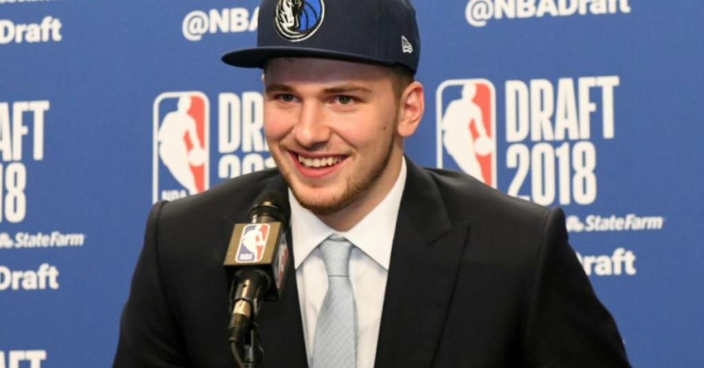 Luka Doncic, número tres del draft, jugará en Dallas