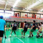 Ejercicio paradas, agilidad, juego de pies con transferencia las finalizaciones de baloncesto